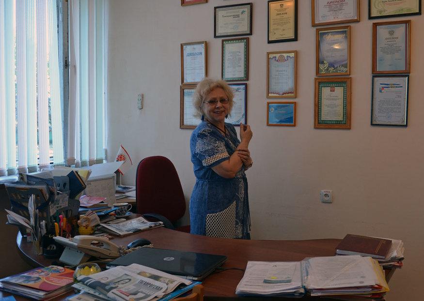 Русскую доярку нагибают, фото красивой обтягивающей трусиками пизды